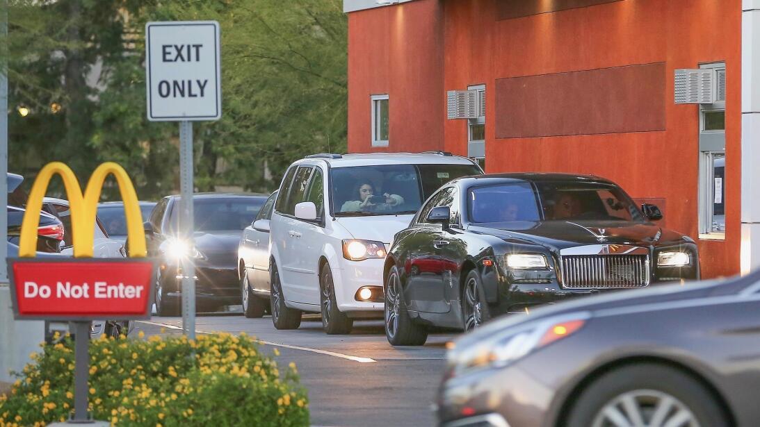 Los formidables carros del clan Kardashian-Jenner bkg-kkdm180208-005.jpg