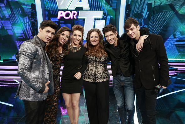 Los cinco finalistas juntos, con Aly Villegas: Danny, Virginia, Yazaira,...
