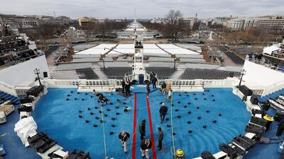 Preparación del escenario donde Donald Trump tomará juramento como presi...