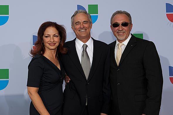 Gloria y Emilio Estefan, amigos entrañables de Ray Rodríguez, también es...