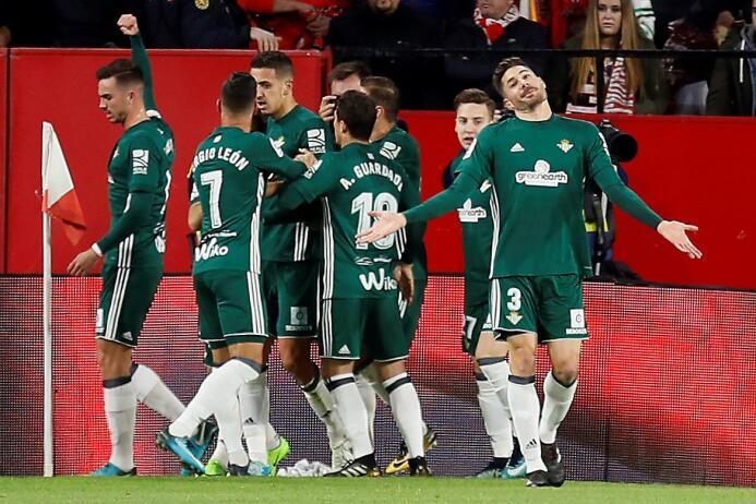 En el regreso de Guardado, Betis goleó al Sevilla en el derbi andaluz 31...