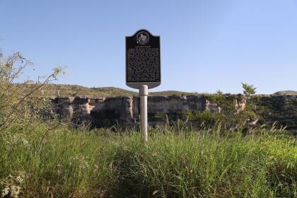 <b>Langtry, Texas.</b> El curso del río continua su dirección sureste, sin barreras. La fotografía fue tomada cerca de Langtry, Texas, un antiguo pueblo de la frontera entre los dos países.