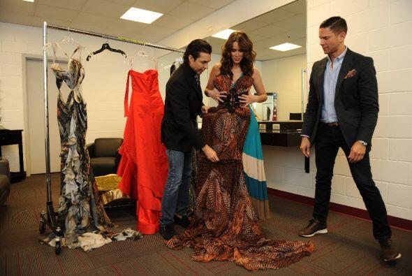Rodner Figueroa siempre al pendiente dando sus sabior consejos fashionistas
