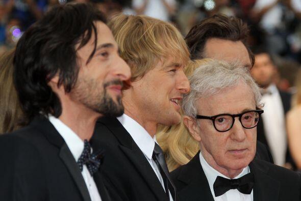 El director Woody Allen mide 5 pies y 5 pulgadas.