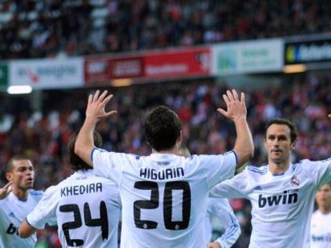 Con su dosis de emoción, el Real Madrid mantuvo el primer lugar d...