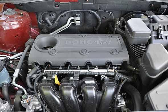 El motor de 2.4 litros y cuatro cilindros produce 175 caballos de fuerza.