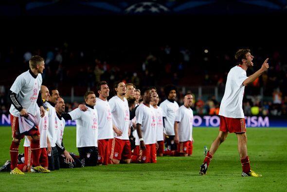 Los futbolistas quisieron agradecer a todos sus aficionados que hicieron...