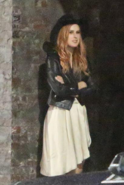 Pero a un lado estaba la hija de Demi, Rumer, dos años más chica que el...