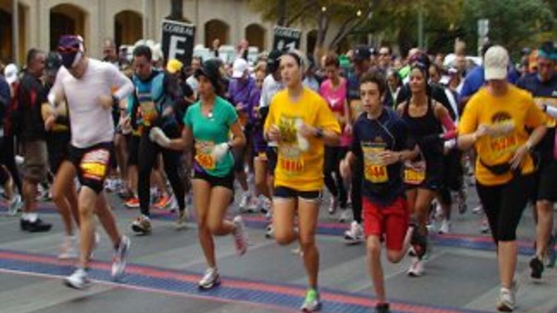 Jorge Núñez, Brenda Jiménez y el el equipo de Noticias 41 corrió la medi...
