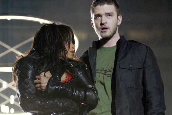 Resulta que durante la presentación, Justin descubrió el seno de Janet,...