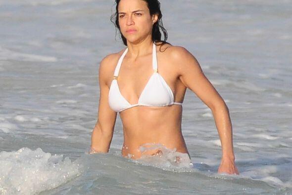 Michelle fue con la modelo Cara Delevingne, con quien vivió un tórrido r...