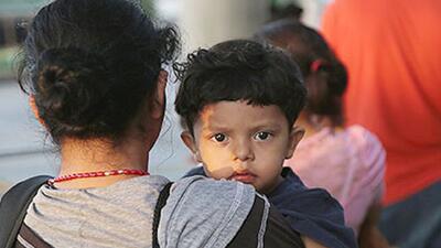 ICE viola acuerdo judicial al detener a niños migrantes
