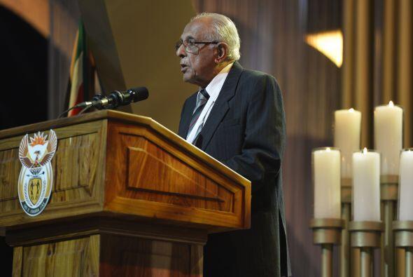 """Tras cantarse el himno nacional, """"Nkosi Sikelele Africa"""", un obispo meto..."""