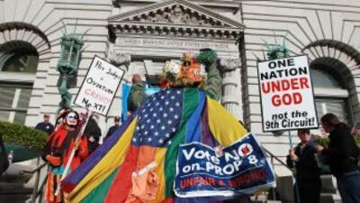 Defensores y oponentes al matrimonio entre homosexuales se congregaron f...