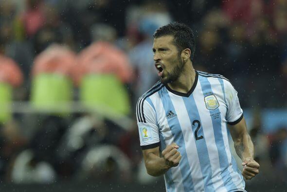 Otro sudamericano que se cotizó por su buen trabajo es Ezequiel Garay, e...