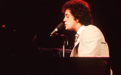 Billy Joel performs on stage, USA, 1977. (Photo by Michael Putland/Getty...