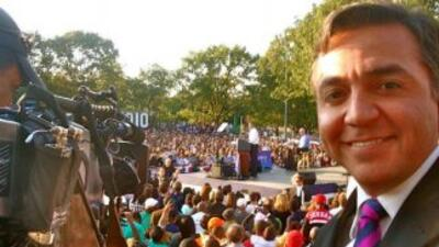 El reportero de Univisión recorrió el país. Aquí, con el presidente Obam...