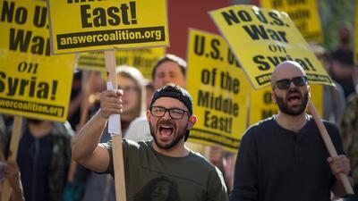 Activistas en Los Ángeles protestan por el ataque militar de EEUU dirigido a territorio sirio