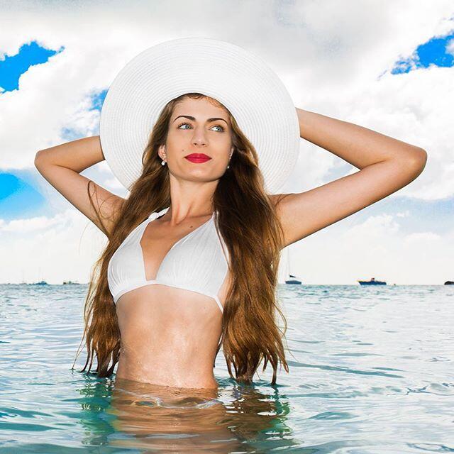 Medios lusos han señalado que la bella modelo portuguesa, Melanie Martin...