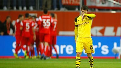 Se complica el líder de Bundesliga: Borussia Dortmund cayó contra un colero del torneo