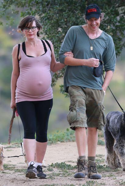 Salió a dar una larga caminata con su marido.