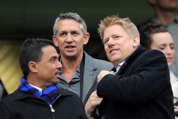 Se veía a famosos ex futbolistas en la tribuna. Estaban Gary Line...