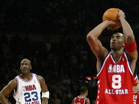 Kobe Bryant está a solo 30 puntos de igualar a Michael Jordan en...