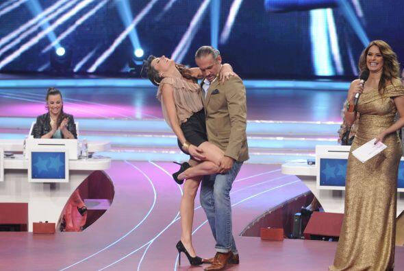 Arath de la Torre le pidió algunas clases de baile y ella no dudó en ayu...