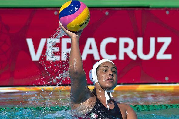 Con  un tanto de diferencia, el equipo mexicano femenil de polo acuático...