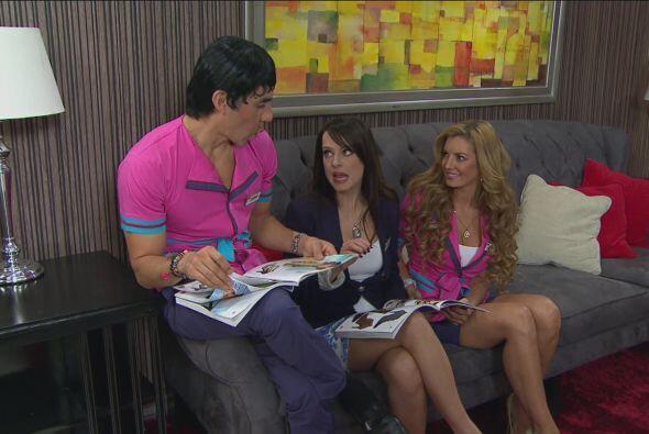 Carmelo y Chabelita estaban muy relajados viendo el catálogo de z...