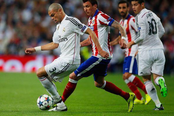 Pepe se encargó de secar en la marcación a Mario Mandzukic quien fue de...