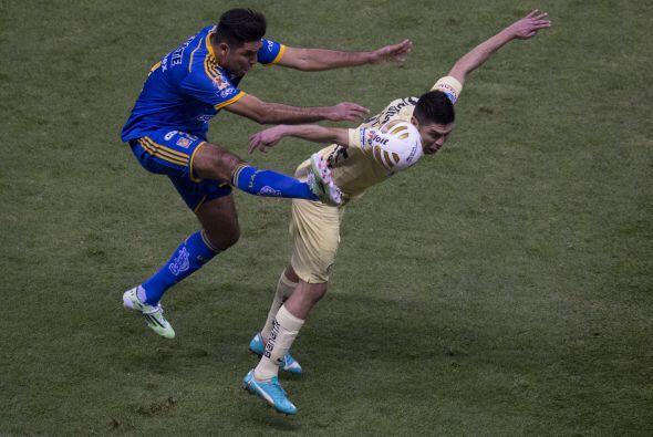 Una falta de Arturo Rivas en medio campo fue lo que originó la jugada de...