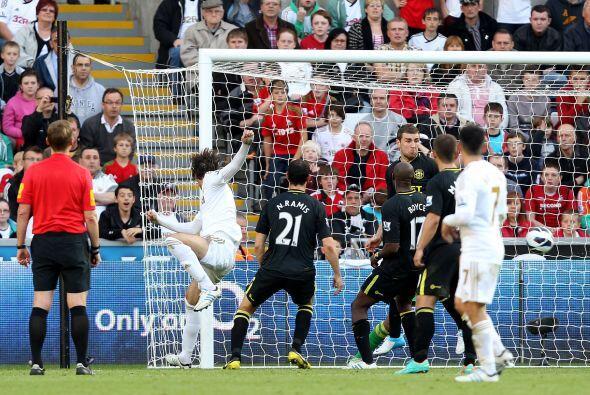 El español Michu volvió a encontrarse con el gol en el triuno del Swanse...