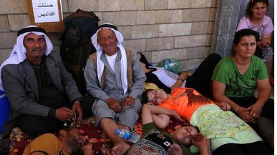Cristianos de Irak se refugian en iglesias por miedo al grupo Estado Isl...