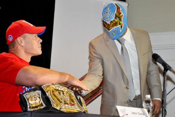 John Cena y Sin Cara son buenos amigos y podría nacer una increíble dupl...
