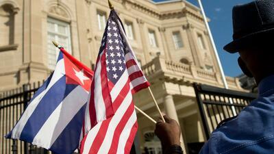 """Investigan un misterioso """"ataque acústico"""" que afecta a 21 funcionarios de la embajada de EEUU en La Habana"""