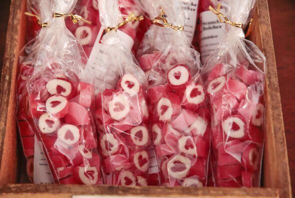 Si decides presentar los dulces en paquetes ya armados te recomendamos u...