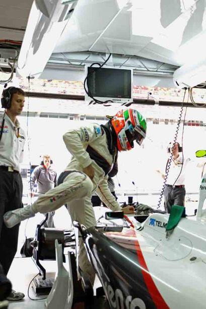 Y ahí va, el mexicano Pérez a su tercer Gran Premio del 2011.