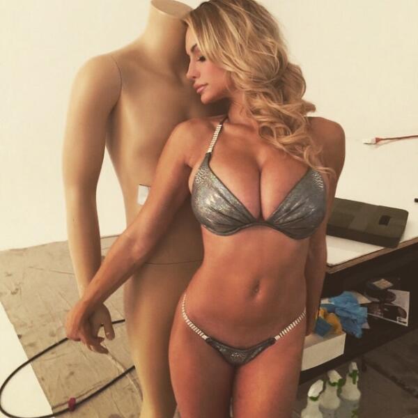 La espectacular modelo estadounidense, quien es famosos por su candentes...