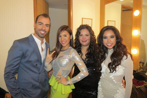 Arias con tres bellas chicas: Aly Villegas, Yazaira y Virginia Stille.