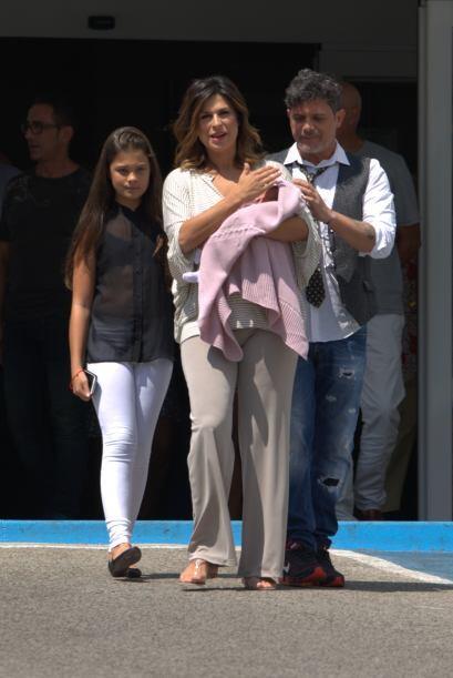 ¡Oh!, pero miren quién viene ahí. Es Manuela, la hija mayor de Alejandro...