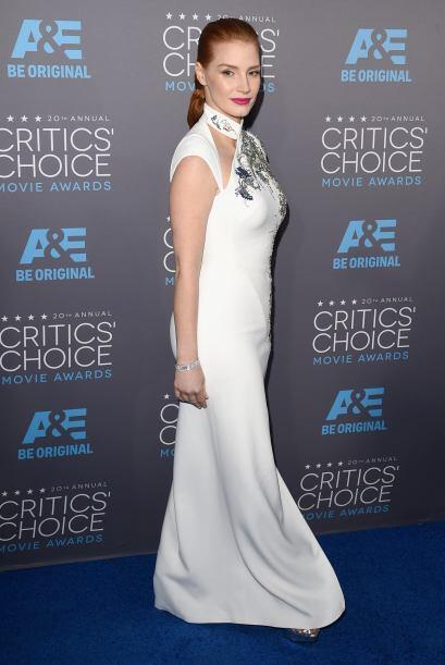 Ese vestido con corte oriental, hizo que cualquier hombre que la mirara,...