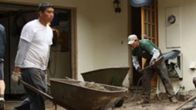 Residentes de La Ca?ada Flintridge en Los Angeles regresan a casas cubie...