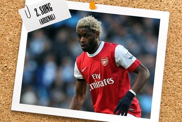 Comenzando en la zaga, Alex Song destacó con el Arsenal, que venció al M...