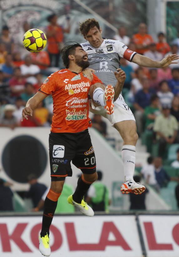 Aburrido empate entre Jaguares y León Felix Araujo de Jaguares y Mauro B...