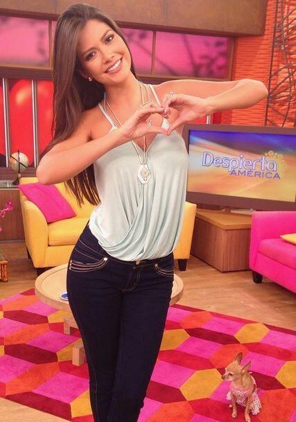 """Besos desde @DespiertaAmericatv. Feliz día"", dijo Ana. (Septiembre 4, 2..."