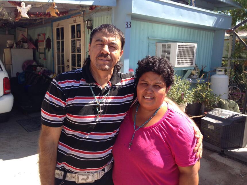 María Arredondo y su esposo, Arturo, se ganan la vida en los campos de M...