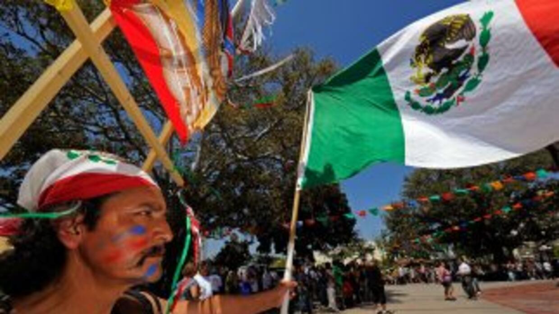 La Gran Manzana rodeada de mexicanos, que ahí le dan un sello con sus co...