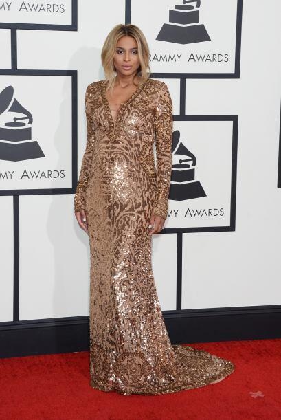 Este vestido dorado de Pucci, logró que Ciara luciera como toda una dios...