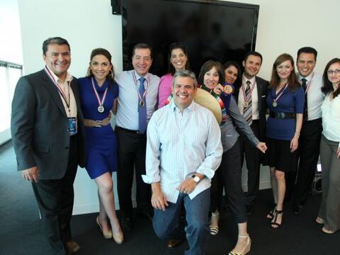 Fiesta para el equipo de Noticias Univision Chicago por su alto í...